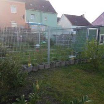 Huehnerstall TRES im Garten mit Gehege